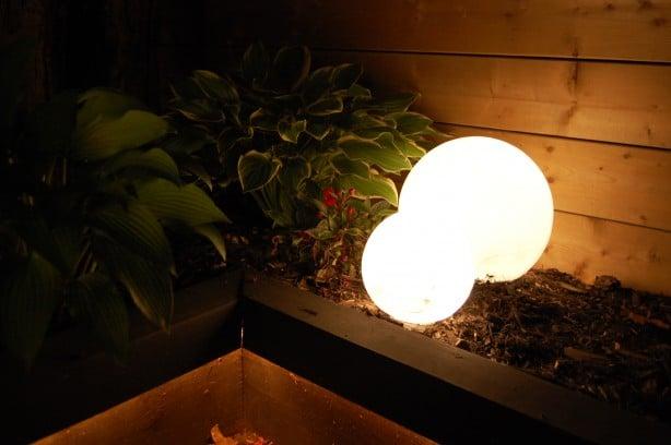 Fácil, barato, iluminación del paisaje de DIY. El arte de hacer la materia