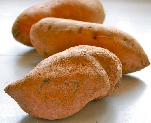 Guaranteed Crispy Sweet Potato Fries & Sriracha Mayo Dip