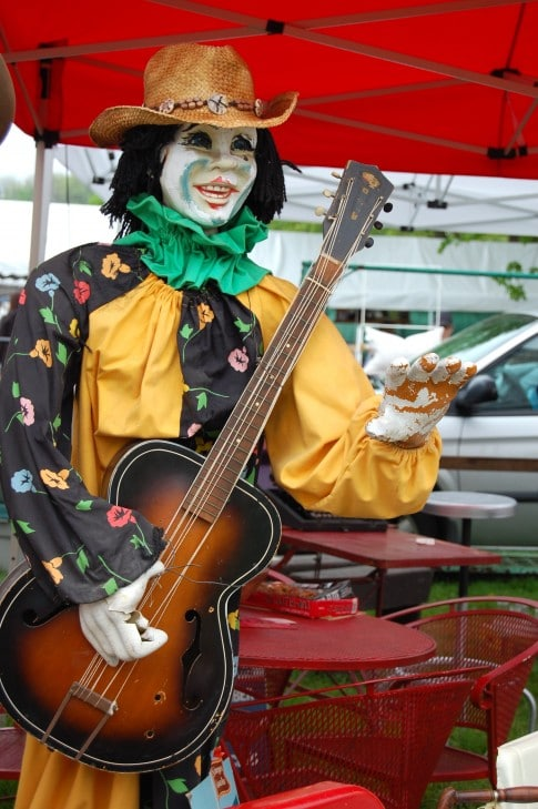 ... and this super bizarre and frightening life sized guitar playing clown.