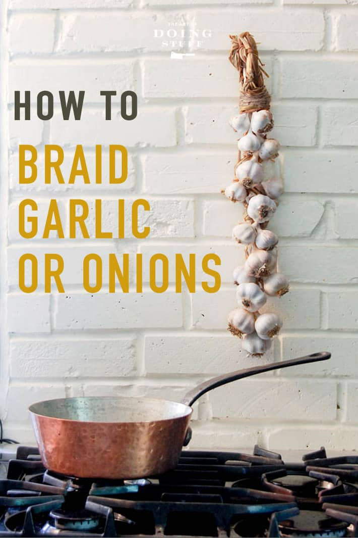 An easy step by step guide with video on how to braid garlic. Or onions! If you can french braid, you can braid garlic. And if you can\'t french braid - I\'ll show you!