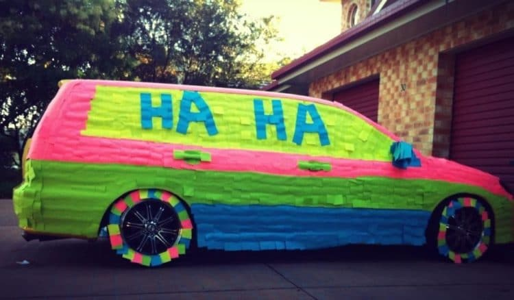 car-covered-in-post-it-notes