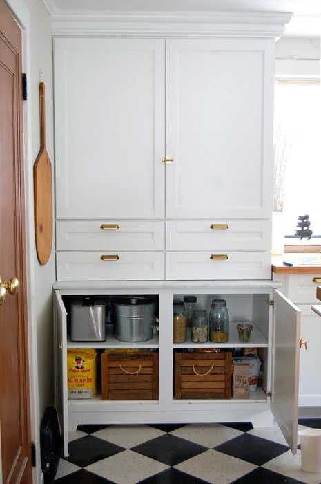 martha-stewart-cabinets-pantry-3