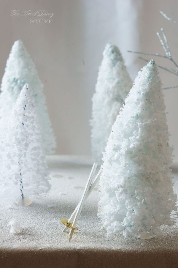 Diorama-present-topper-forest-footprings