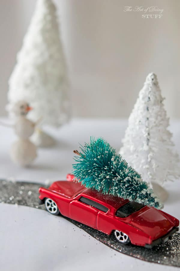 present-diorama-tree-on-car