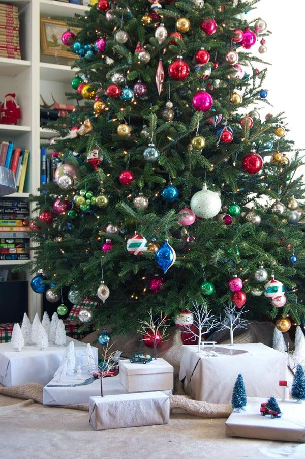 presents-under-tree