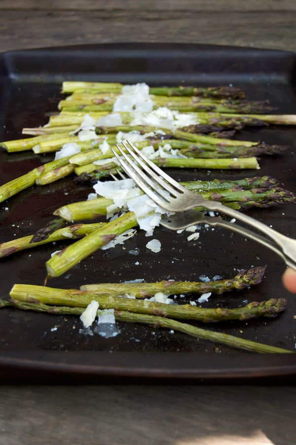serving-roasted-asparagus
