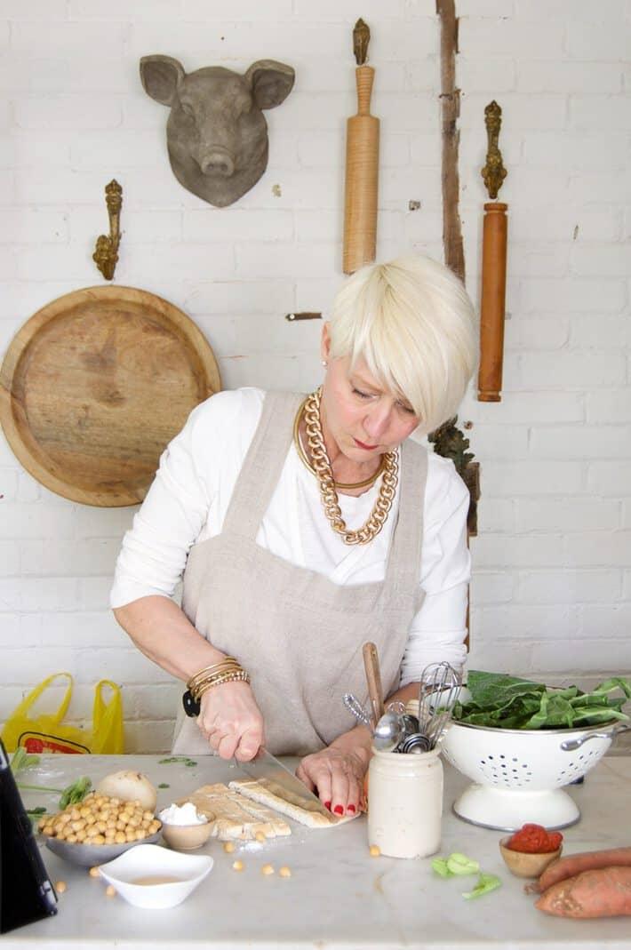 Karen-Bertelsen-chopping