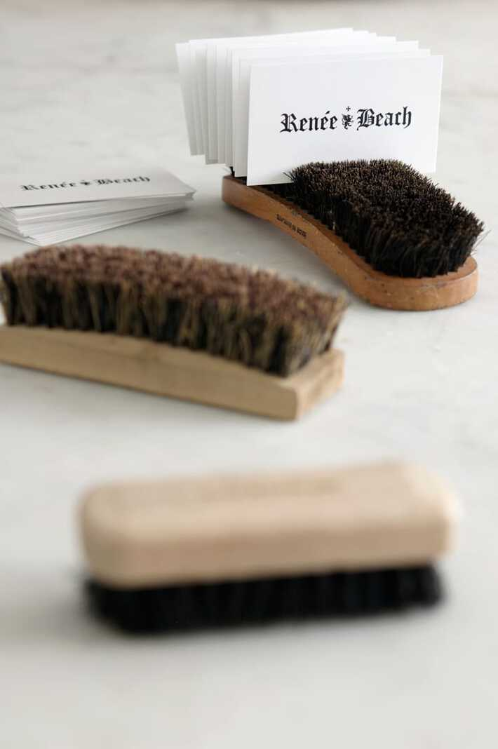 brush-cardholder-3