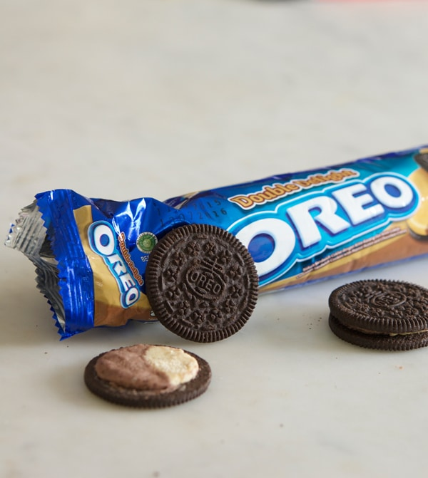 peanut-butter-and-chocolate-oreos