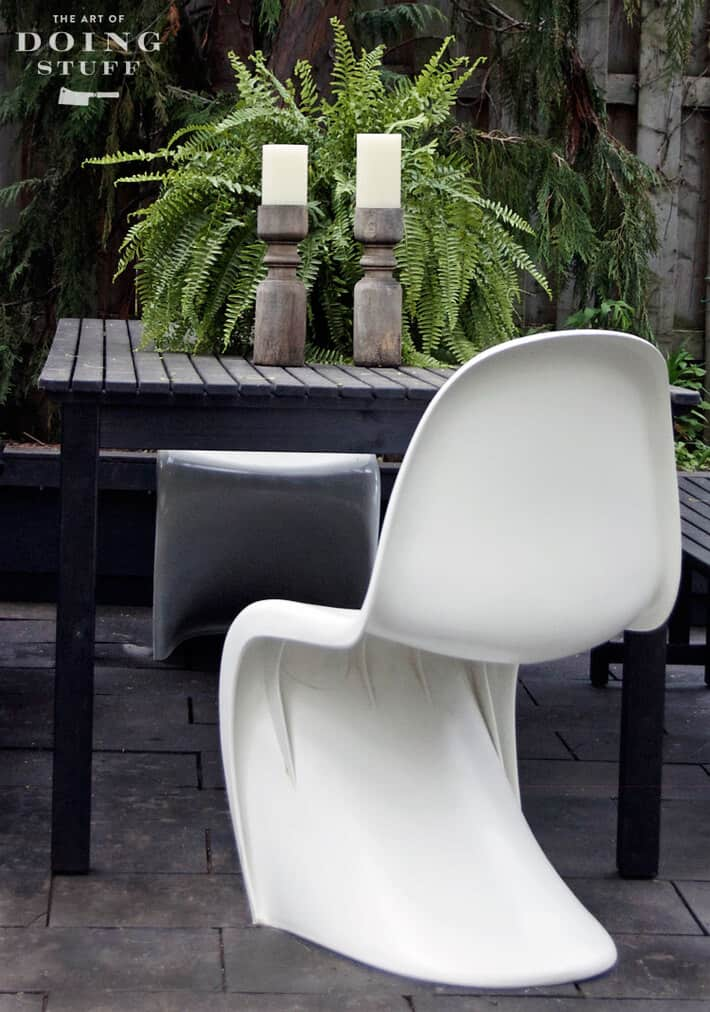 panton-s-chair-outside