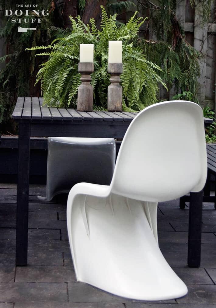 panton-s-chair-outside