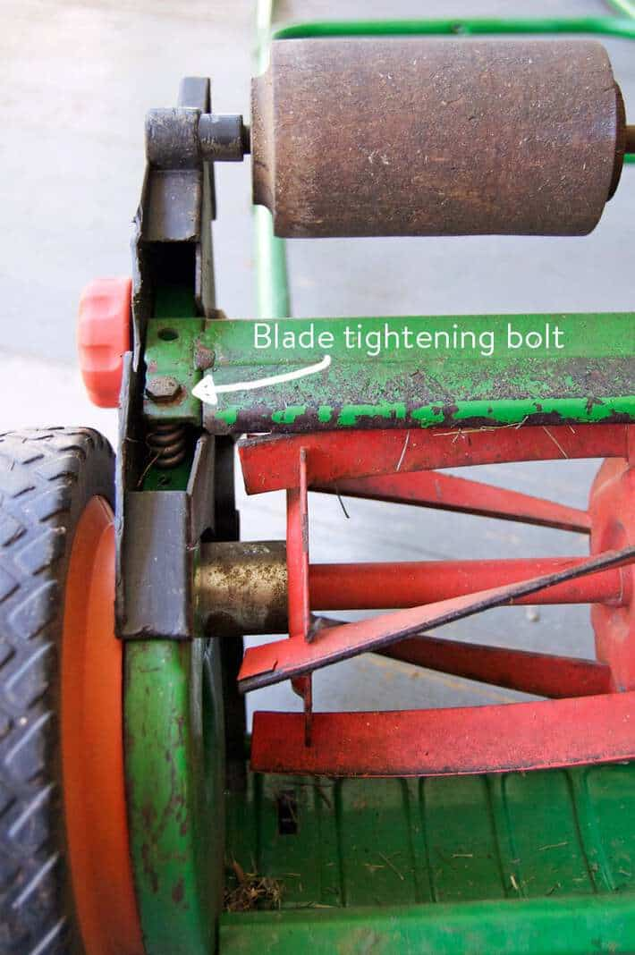 blade-tightening-bolt