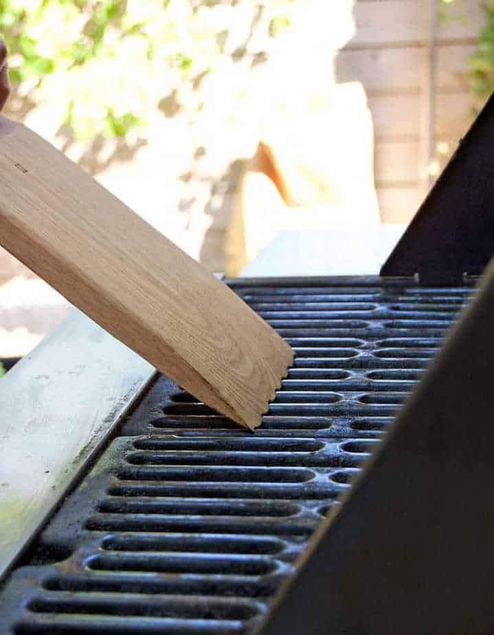 how to clean out propane bbq