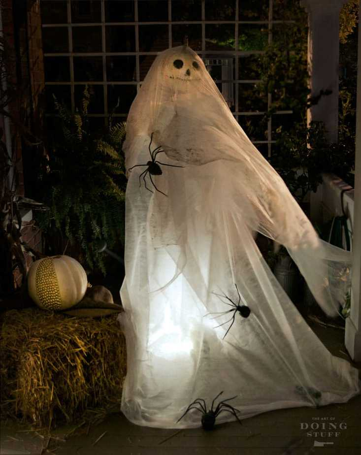 Halloween ghost decoration made with an oscillating fan the art of doing stuff - Diy halloween ghost decorations ...