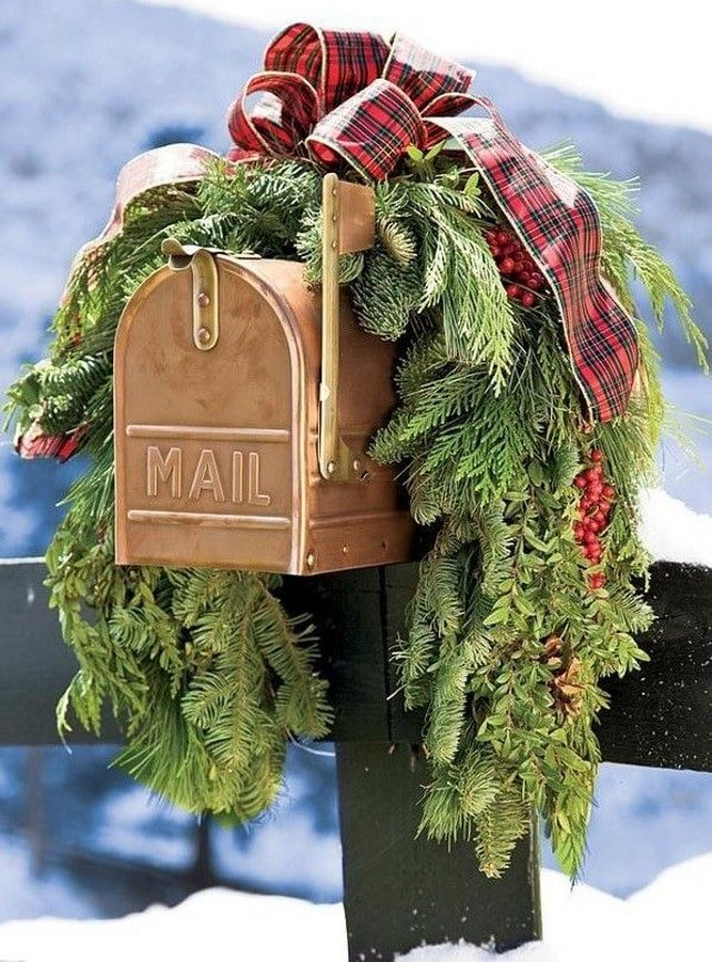 outdoor-christmas-garland-mail-box-christmas-garland-christmas-garland-ideas-natural-christmas-garland-outdoor-natural-christmas-garland-christmasgarland