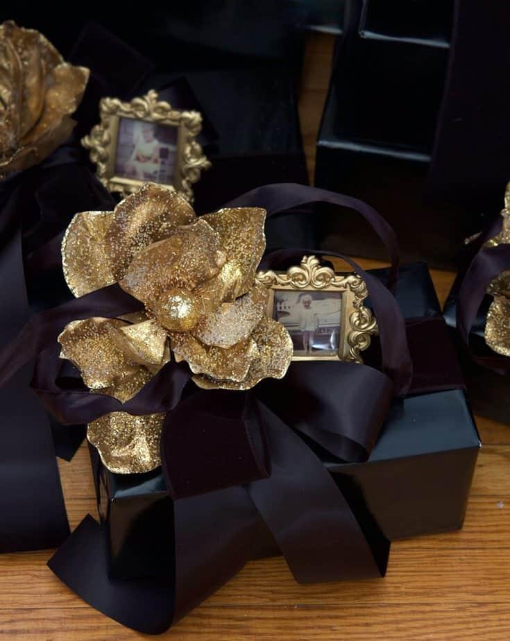 black-present-gold-flower