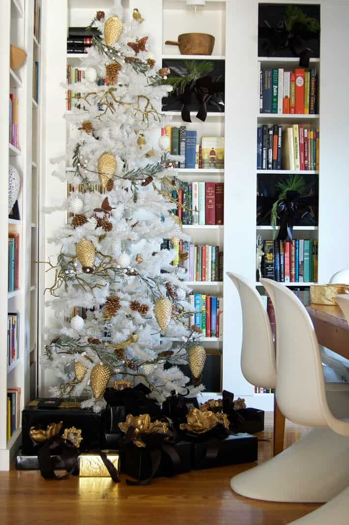 presents-under-tree-2