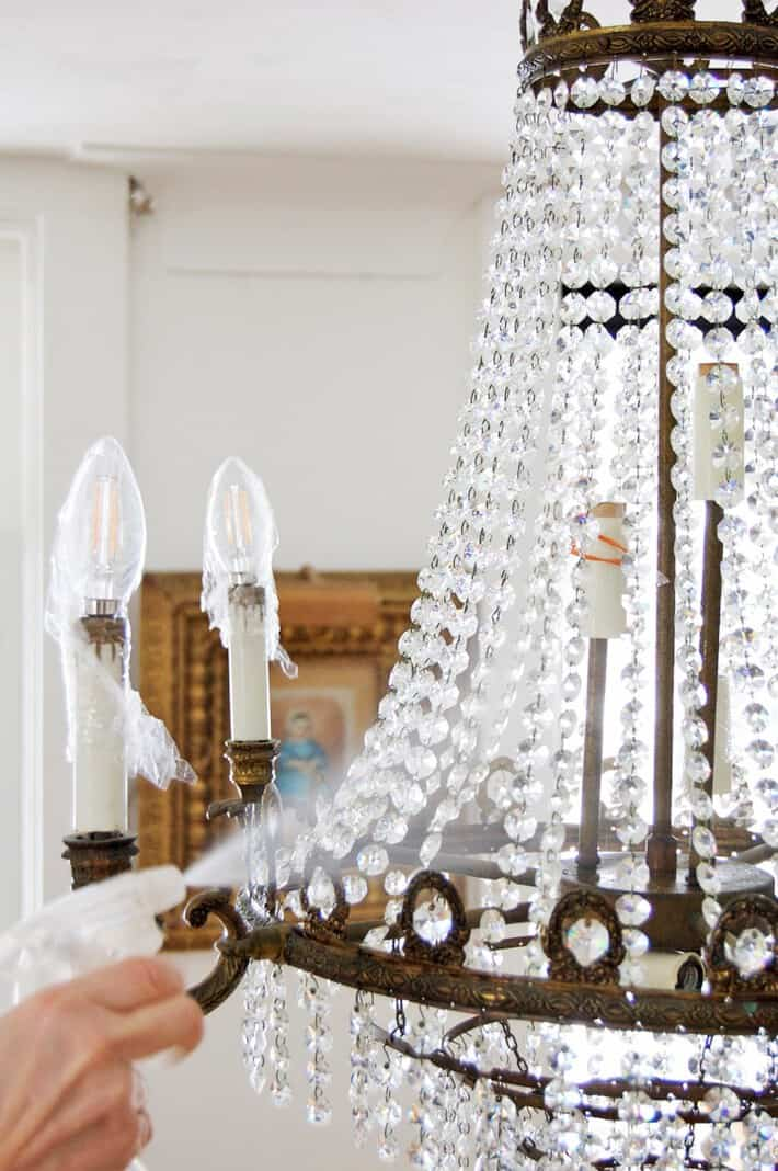 spray-cleaning-chandelier