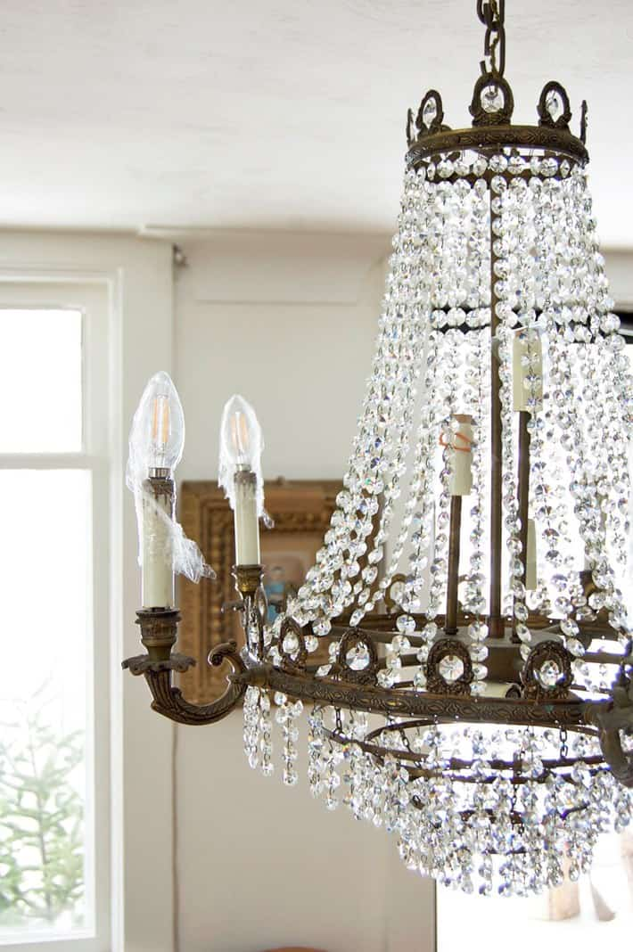 wrapping-chandelier-bulbs-for-cleaning