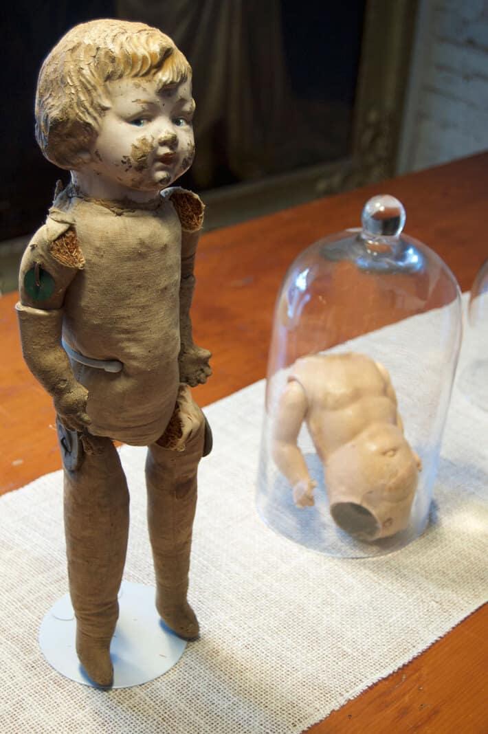 Halloween decorating with vintage dolls