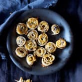 PINWHEEL APPETIZERS WITH OLIVES AND CHEESE.