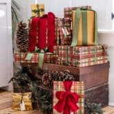 Traditional Town & Country Inspired Christmas Wrapping Ideas.
